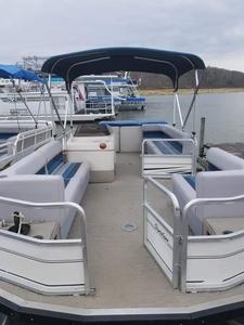 Luxury Pontoon Photo 1